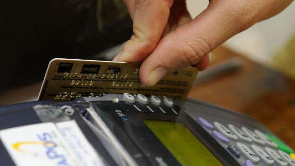 Aumentaron hasta 60% las comisiones de las tarjetas de crédito