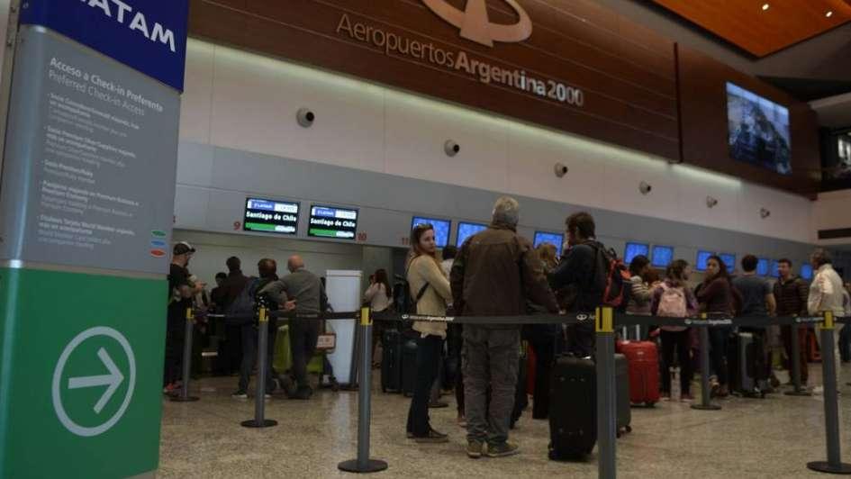 Por el paro, Aerolíneas y Latam cancelaron todos los vuelos del lunes