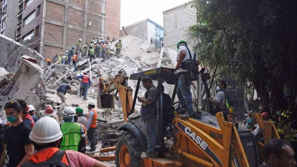 Sigue la búsqueda de sobrevivientes en México mientras sube el número de muertos a 230