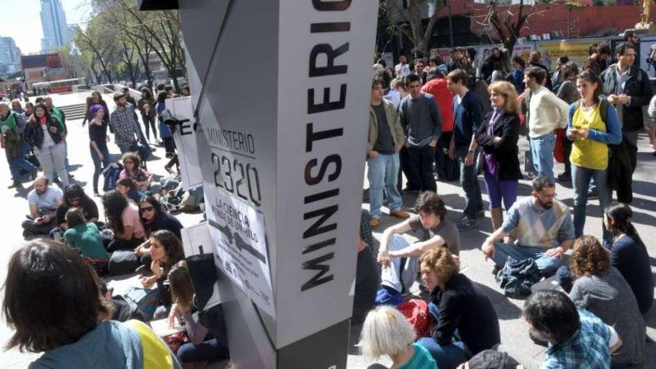 Investigadores del Conicet tomaron el  Ministerio de Ciencia y Tecnología