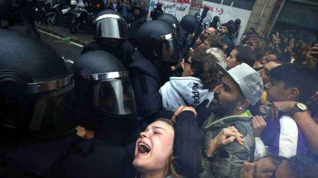 Unidos y tristes por la acción policial
