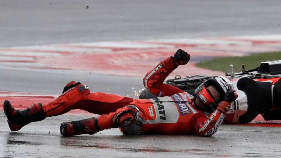 Mirá el golpazo de Lorenzo en la final del GP de San Marino de MotoGP