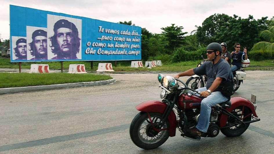 """El hijo del Che abrió """"La Poderosa Tour"""" y pasea a los turistas en moto por Cuba"""