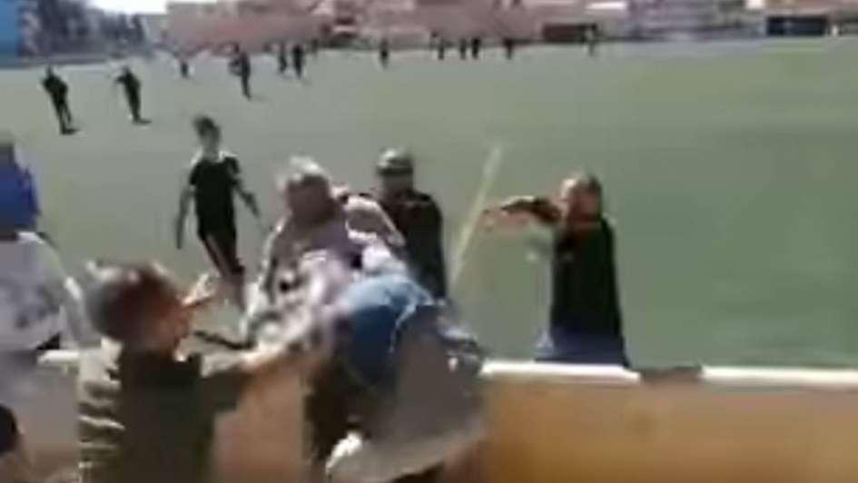 Lamentable: una batalla campal a trompada limpia entre padres en el fútbol infantil