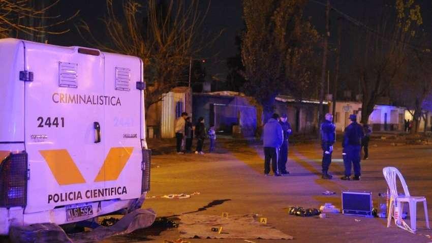 Lo seguía la policía  y falleció al chocar contra un poste en Junín