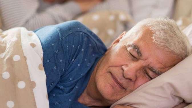 Dormir bien le puede salvar la vida a los hombres