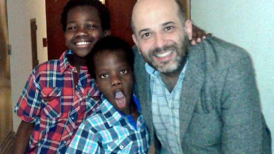 Daniel Rueda: un papá del corazón con dos amores sin fronteras