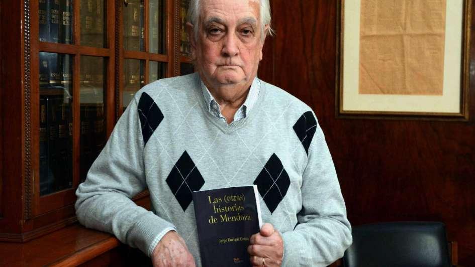 """""""Las (otras) historias de Mendoza"""", la curiosa lupa de Jorge Oviedo"""