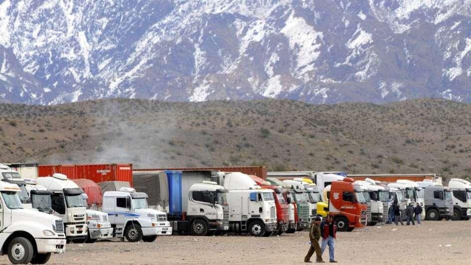 Más de 1.000 camiones pasarán la noche en Uspallata por el cierre del Cristo Redentor