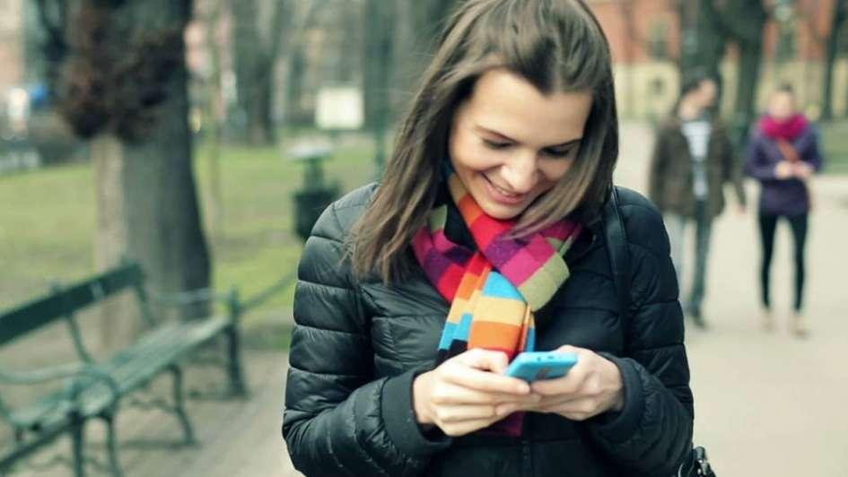 Crean un autocorrector con voseo argentino, emojis criollos y lenguaje inclusivo
