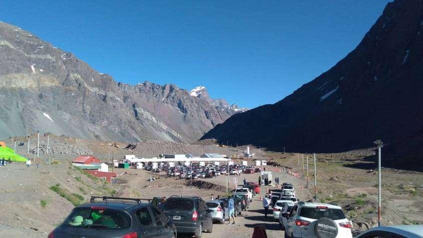 Sigue el éxodo argentino a Chile: en una semana pasaron 50 mil personas