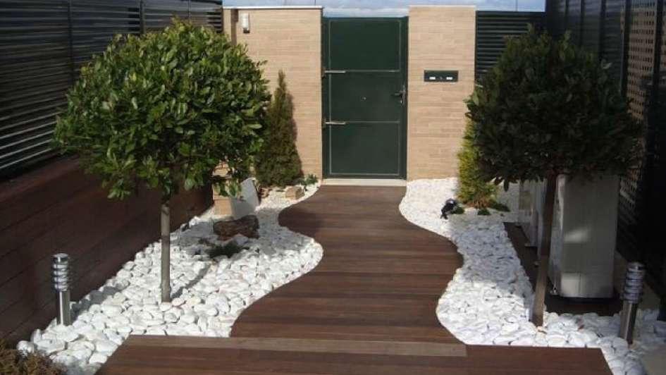 Jardines piedra y madera para un verde especial for Decoracion de jardines con piedras y madera