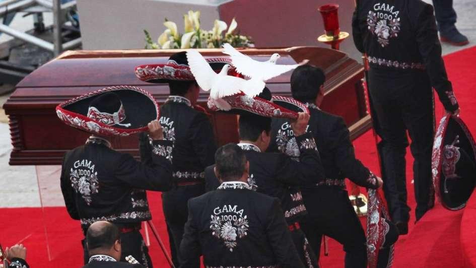 Con un multitudinario funeral en el estadio Azteca, México despidió a Chespirito