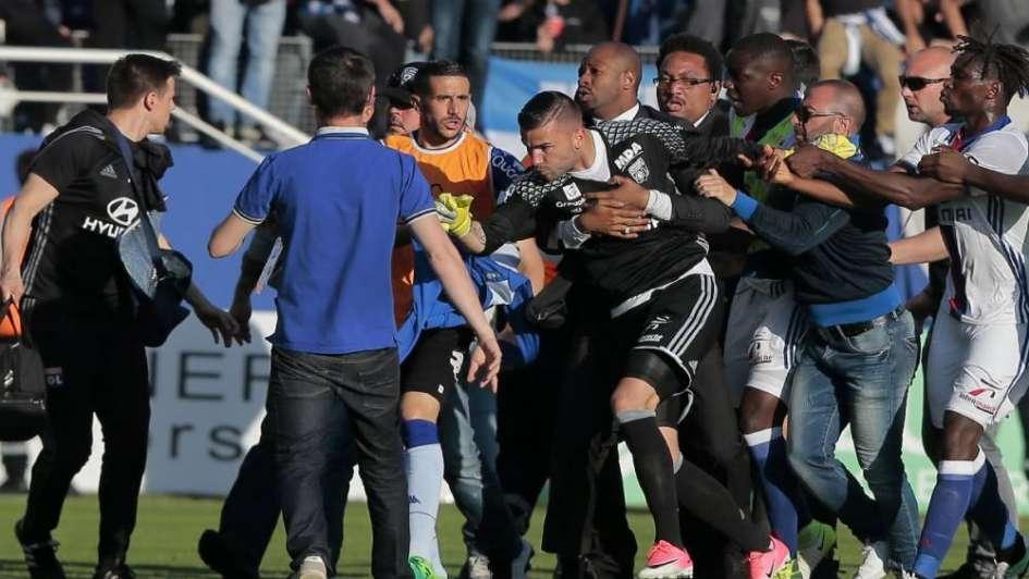 ¡Otra vez ganó la violencia!, Bastia y el Lyon no pudieron terminar el partido
