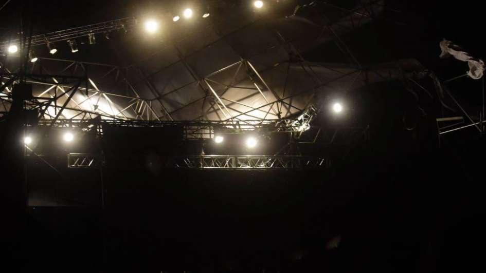 Video: así fue el momento en el que se voló el techo del escenario en la Vendimia de Capital
