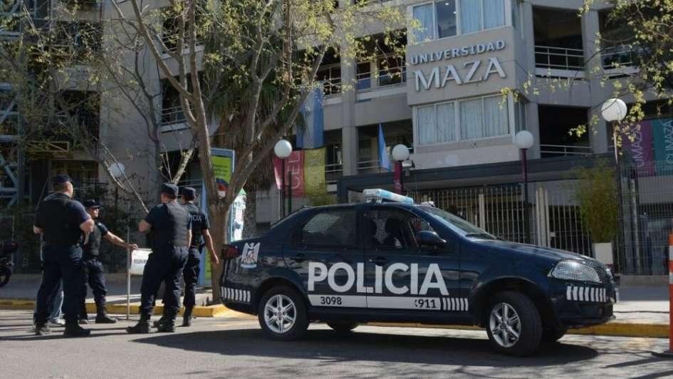 """Revuelo en la Universidad Maza por un supuesto """"francotirador"""" que apuntaba a un profesor"""
