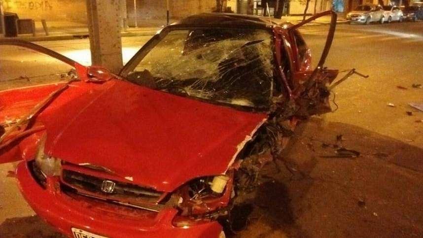 Violento accidente en Godoy Cruz: un automovilista chocó contra el puente de hierro