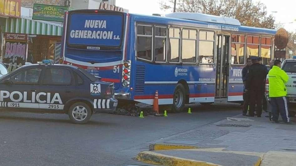 San Martín: una mujer murió aplastada por un micro en la terminal