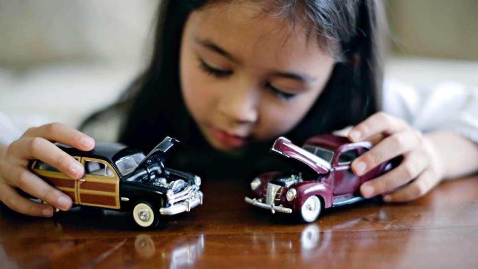 Juguetes Infantiles El Nene Juega Con Barbies Y Qué