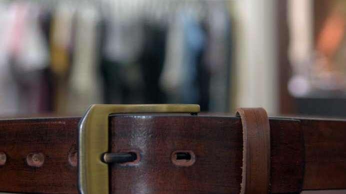 483d930e0 Hebillas y cinturones: glam dos por uno