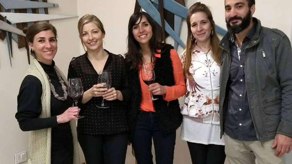 Bodega, esculturas y vino