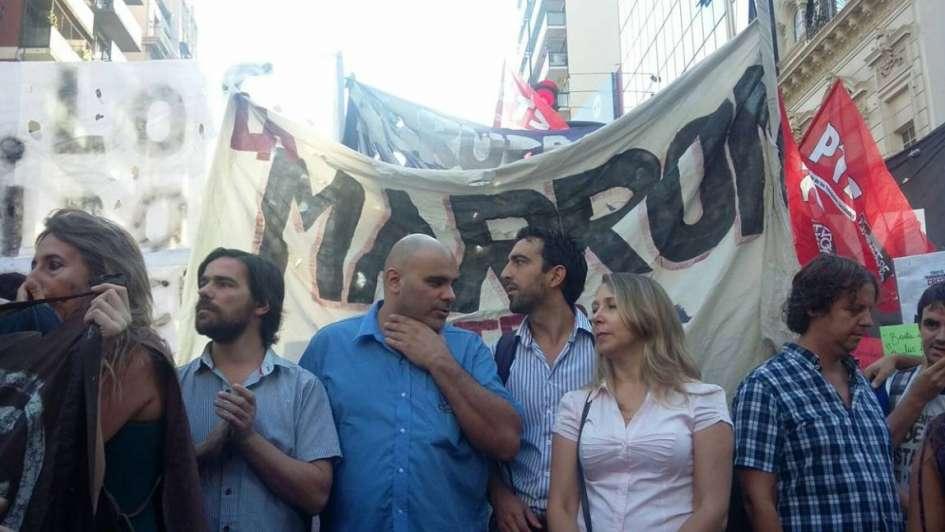 Multitudinaria manifestación en Buenos Aires luego de una mañana de cortes