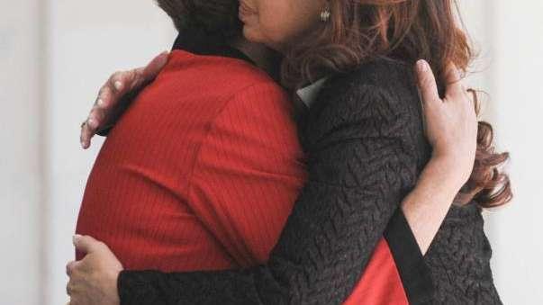 Dilma Rousseff se emocionó al condecorar a Cristina con la