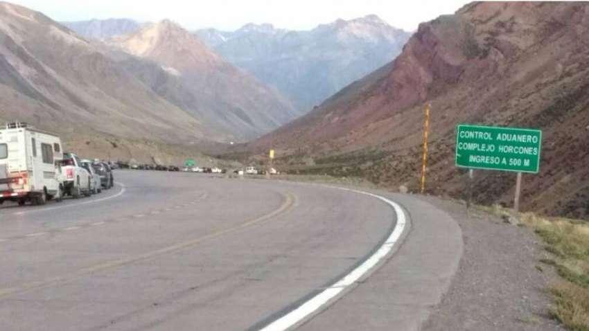 El aluvión de turistas que regresa de Chile colapsó la Aduana de Horcones