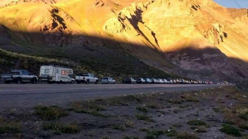 Colapsó el complejo de Horcones y había una espera de 5 horas para pasar desde Chile a Argentina