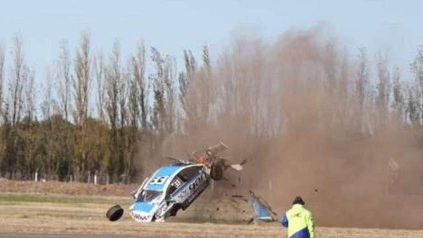 Impresionante: el auto dio cuatro tumbos en el aire y el piloto Muñoz Marchesi salió ileso