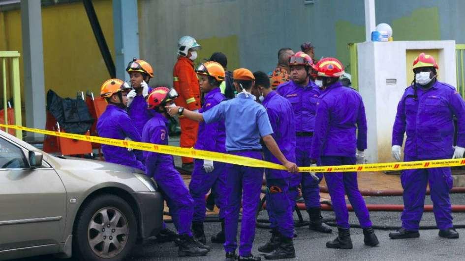 Al menos 25 personas murieron al incendiarse un colegio en Malasia