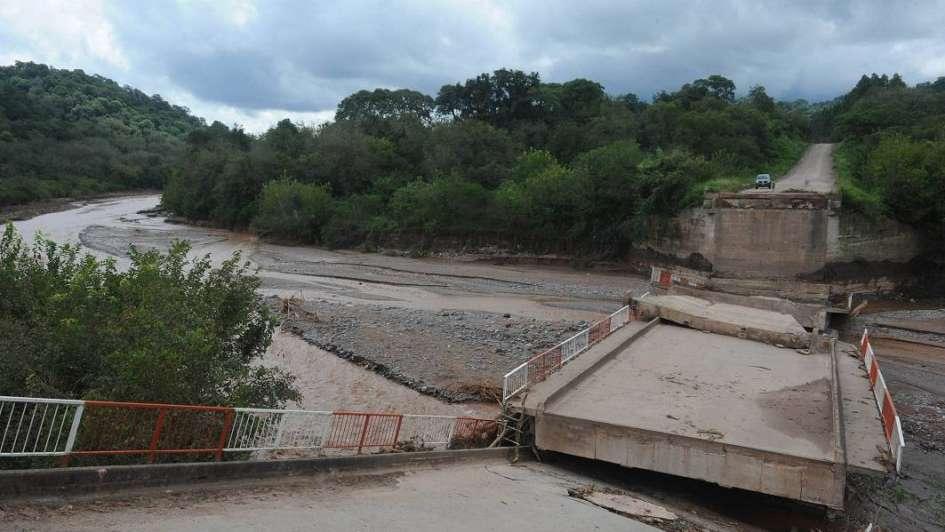 Evacuaron a dos pueblos en Tucumán a raíz de un crudo temporal