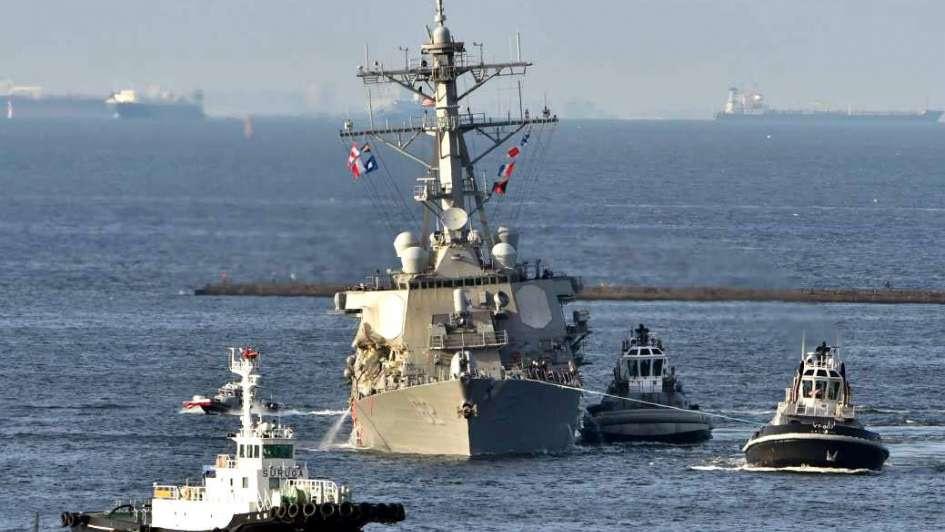 Destructor de EEUU chocó con un carguero filipino