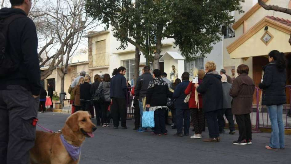 Una multitud peregrinó en Junín hacia el santuario de San Cayetano, ubicado en Orfila