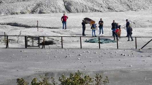 Tragedia en Italia: una familia murió al caer al cráter de un volcán