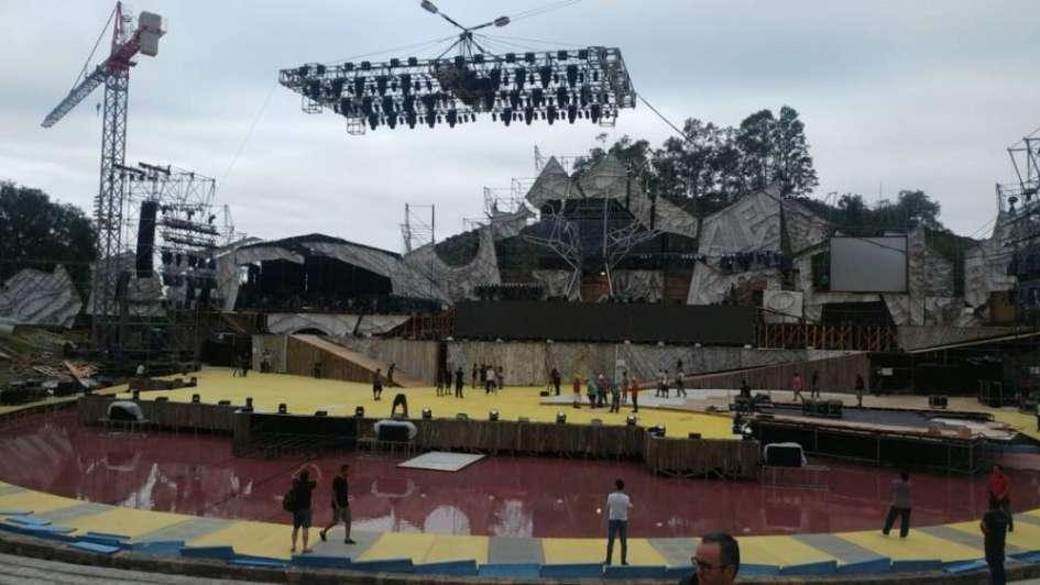 Tremendo accidente en la previa de Vendimia: cayó una grúa y una parrilla de luces en el escenario
