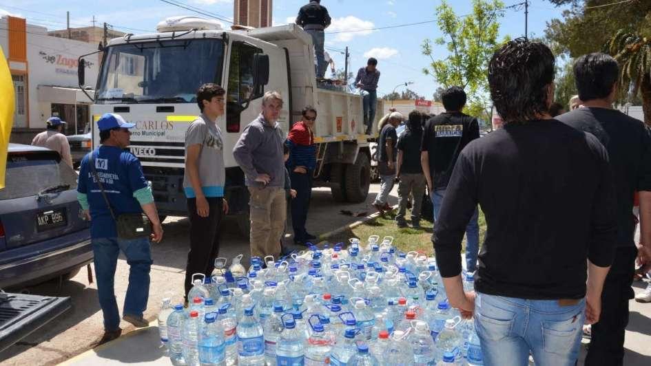 Un cargamento con agua desde San Carlos a Jáchal