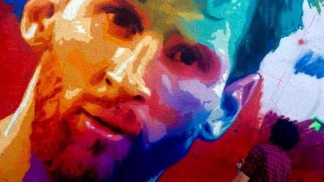 La cara de Leo Messi, en un enorme grafiti en las calles de Barcelona