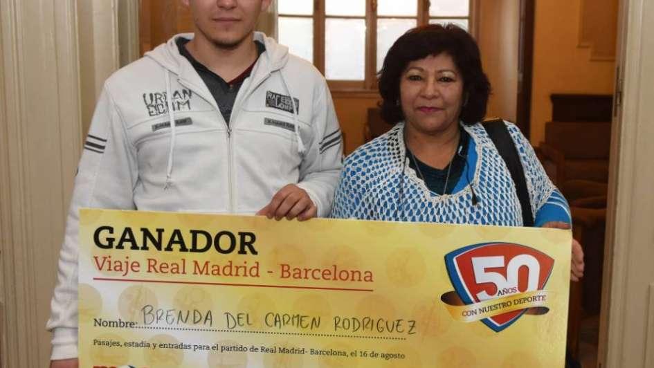 Una abuela y su nieto ganaron el viaje a Madrid