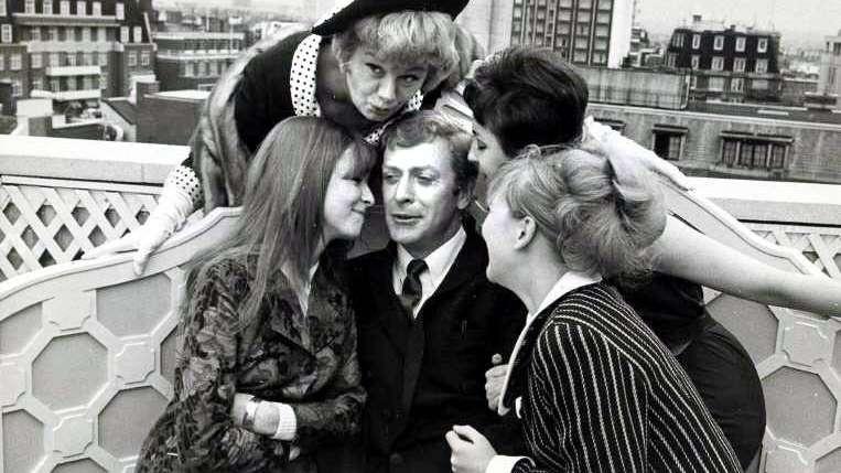 Sir Michael Caine: un viaje por el Londres de los años 60