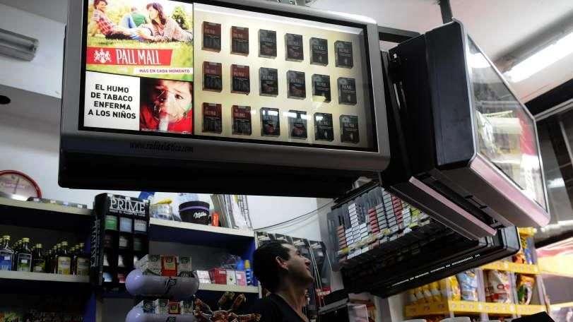 Quiosqueros logran aplazar tratamiento de ley antitabaco