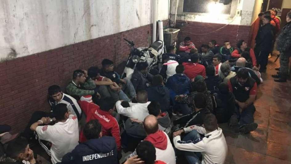 Detuvieron 127 barras de Independiente tras un duro enfrentamiento con policías
