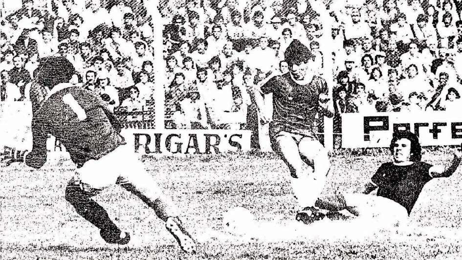 Maradona, a los pies del Azul