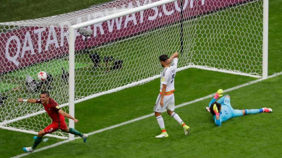 Pitana le anuló un gol a Pepe con ayuda del VAR