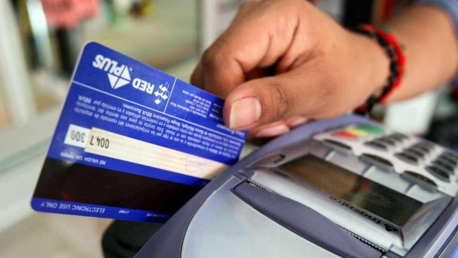 El Gobierno anunció rebaja en las comisiones de tarjetas para beneficiar a los comercios