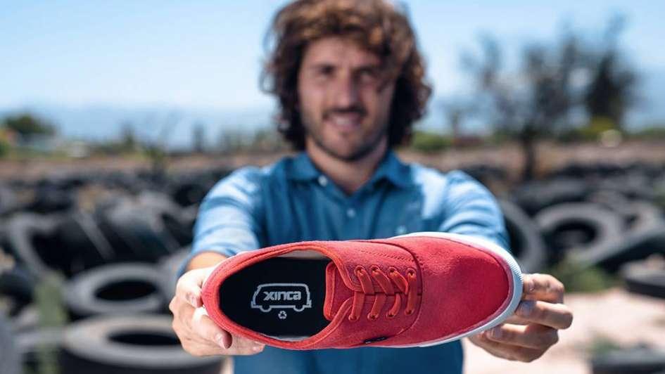 Las zapatillas mendocinas hechas con neumáticos cruzan la cordillera