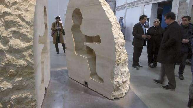 Quién es Abraham Poincheval, el artista francés que se encerró en una roca