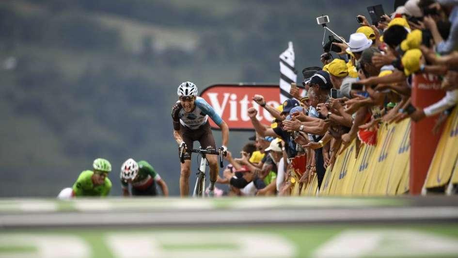 Tour de Francia: Bardet ganó en los Pirineos y Froome cedió la malla líder