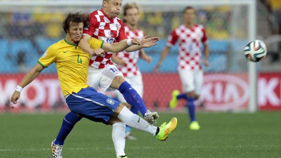 Con polémica, Brasil ganó el primer partido de la Copa