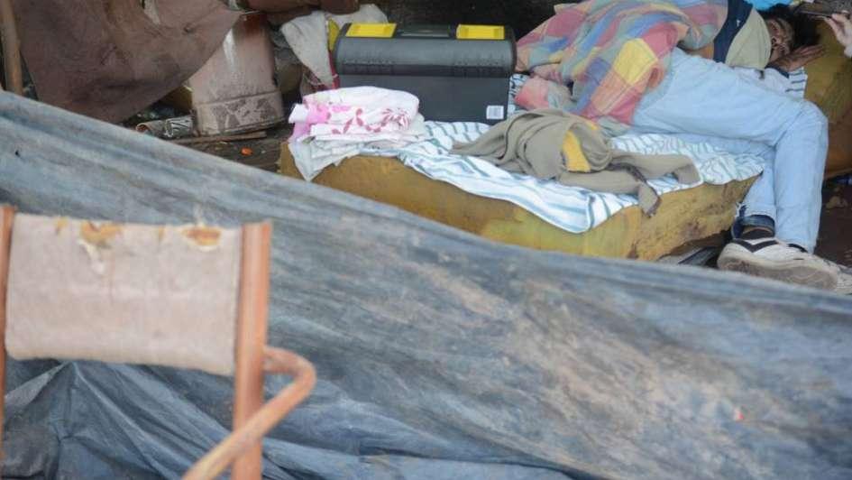 Ola polar y pobreza: asistieron a más de 100 mendocinos sin techo